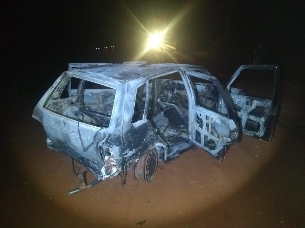 Criminosos incendiaram carro na fuga de assalto a agência bancária em Cametá, no Pará. — Foto: Reprodução/ Redes Sociais