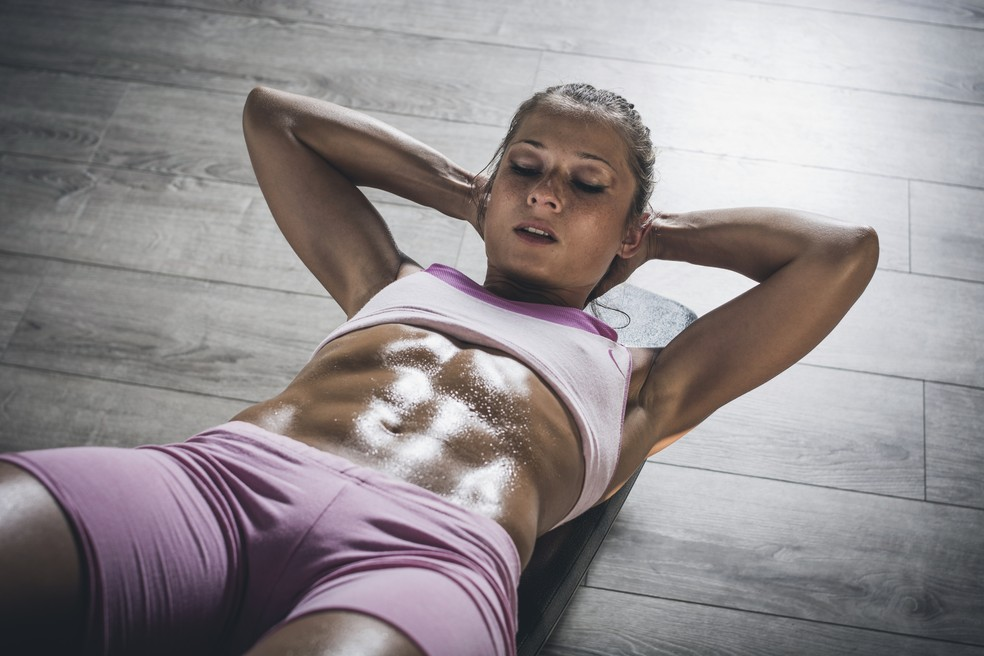 Na musculação, há um gasto energético durante os exercícios, mas também no repouso posterior — Foto: iStock Getty Images