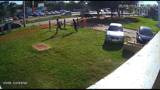 Polícia prende suspeito de envolvimento na morte de jovem na UFG; vídeo mostra crime