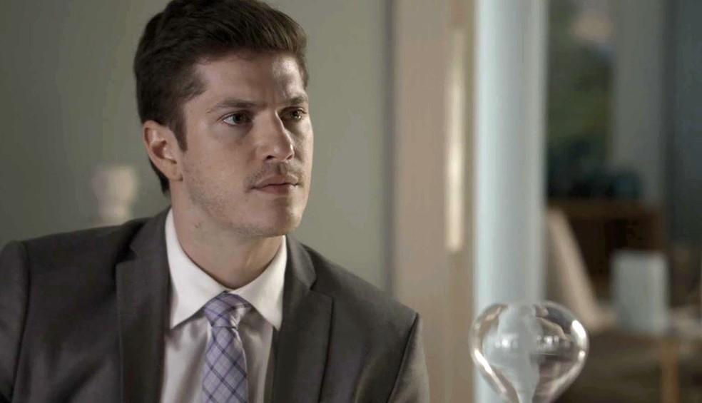Bruno desconfia do pai (Foto: TV Globo)