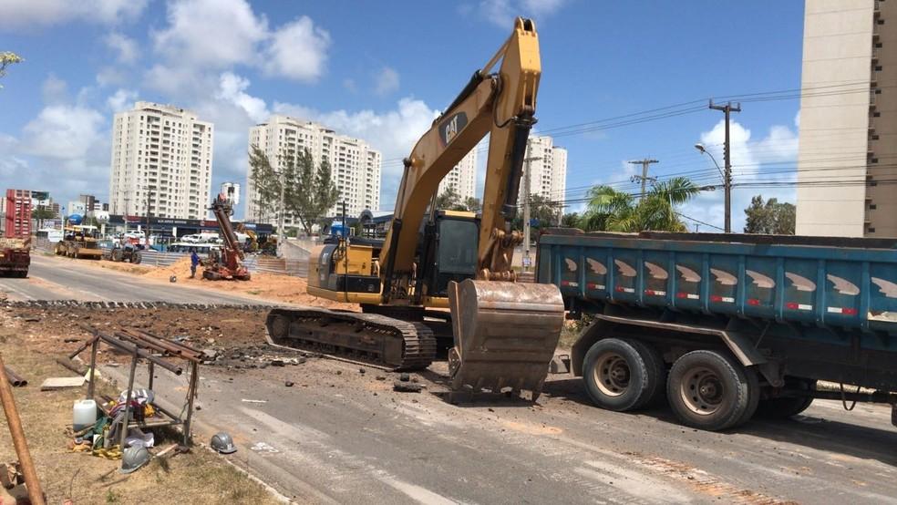 Obras de construção do viaduto sobre a BR-101 acontecem no trecho entre o bairro de Nova Parnamirim, em Parnamirim, e o conjunto Cidade Satélite, em Natal (Foto: Kleber Teixeira/Inter TV Cabugi)