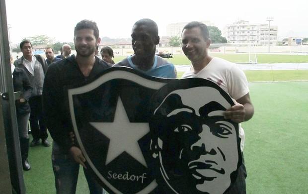 Torcedores Seedorf Botafogo  (Foto: Thales Soares)