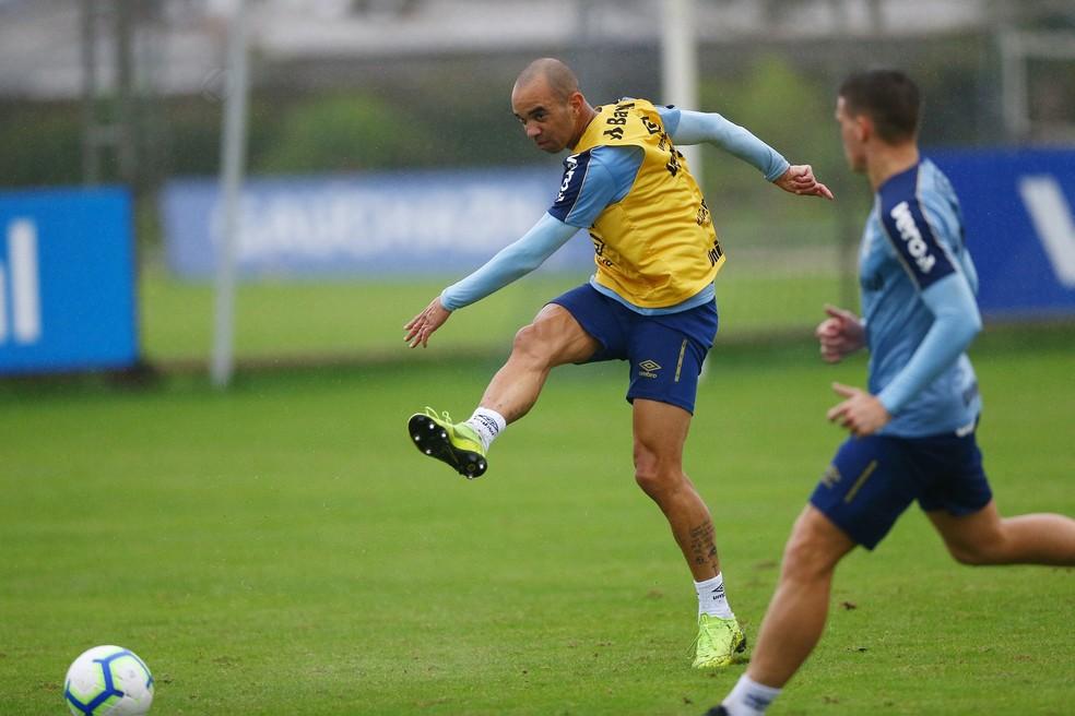 Diego Tardelli em treino do Grêmio — Foto: Cristiano Oliveski / Grêmio FBPA