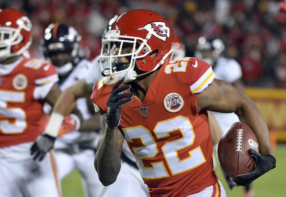 Marcus Peters foi um dos protagonistas da importante vitória dos Chiefs (Foto: ASSOCIATED PRESS)