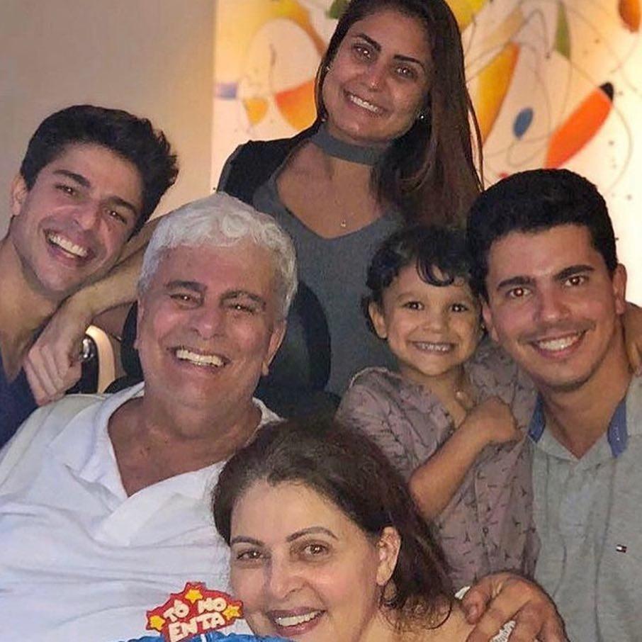 Wagner Montes e família (Foto: Reprodução)
