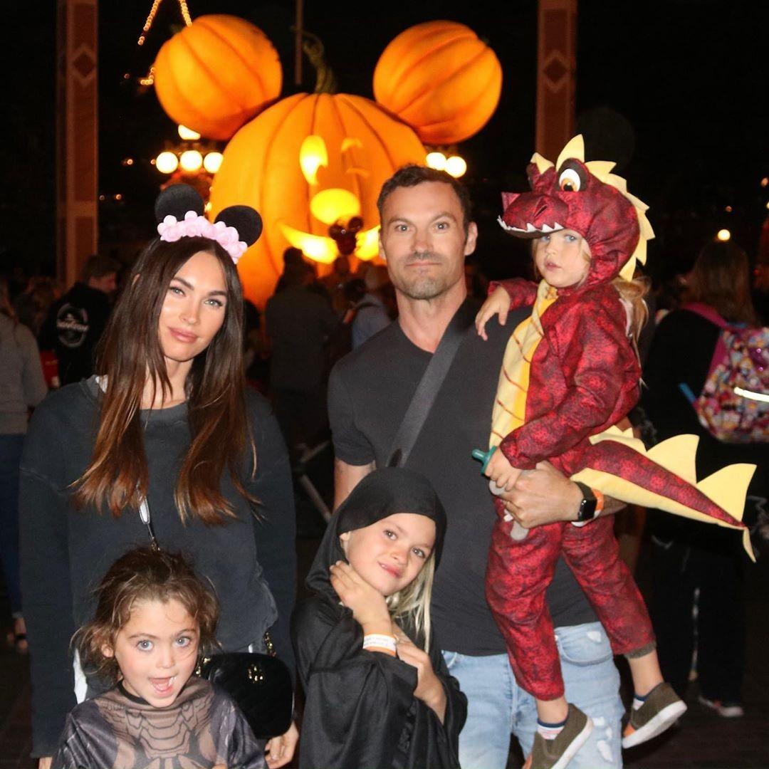 Megan Fox, o marido e os filhos durante um passeio em família (Foto: Reprodução/Instagram)