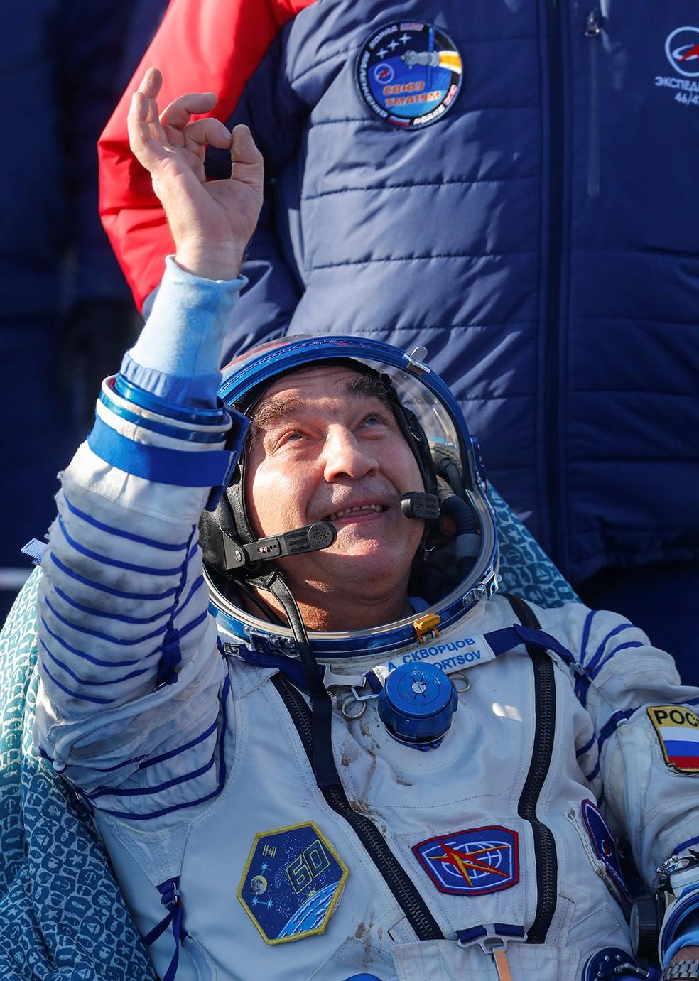 Cosmonauta Alexander Skvortsov após aterrissar no Cazaquistão nesta quinta-feira (6). — Foto: Sergei Ilnitsky/Pool via Reuters