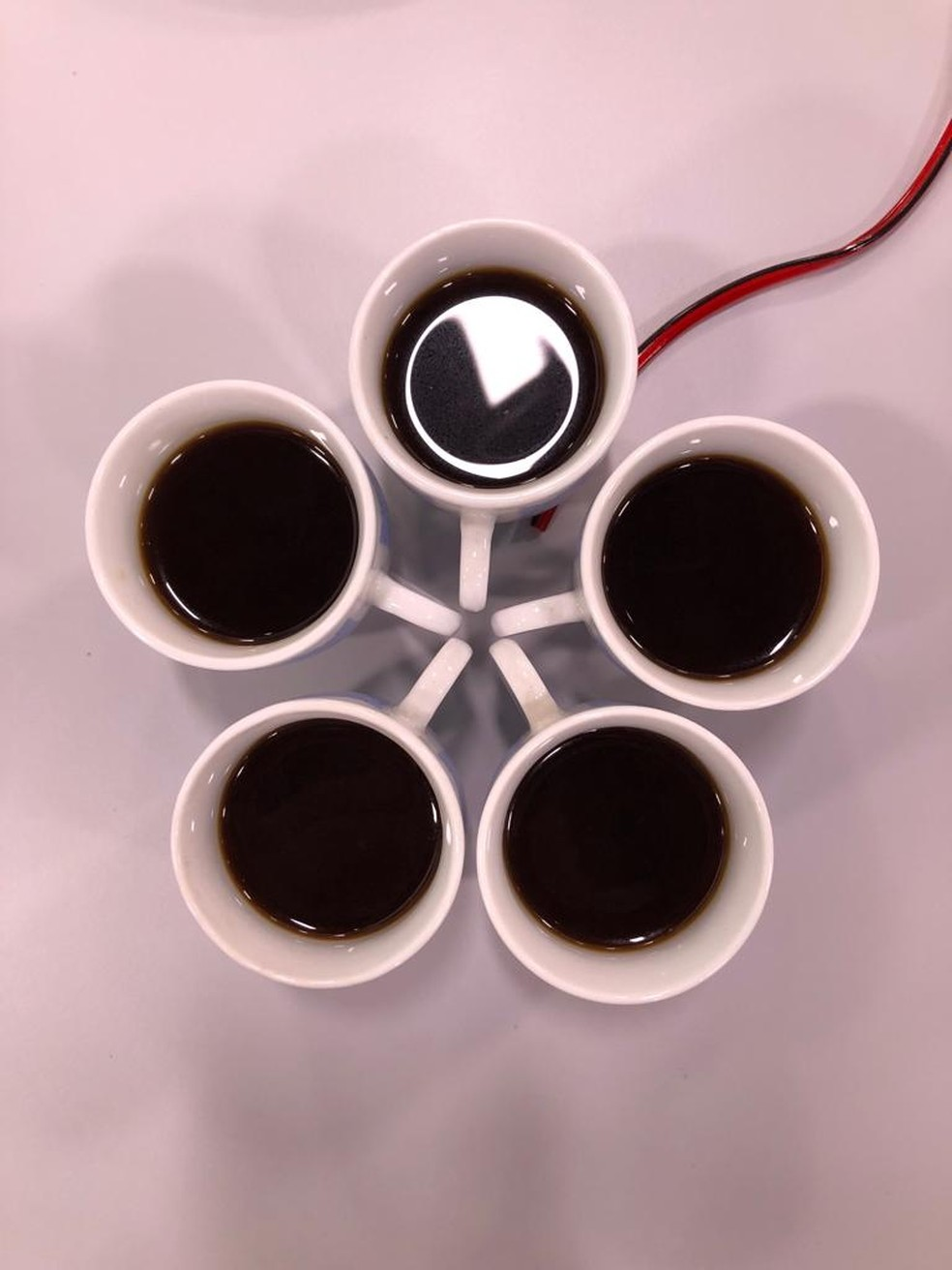 Quanto consumir? Maioria dos estudos é feita com o consumo de três xícaras por dia. — Foto: Augusto Carlos/TV Globo