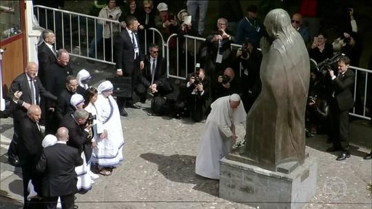 Papa Francisco faz homenagem à Madre Teresa