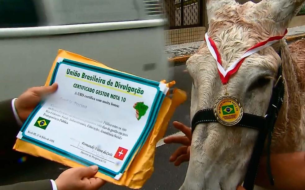 Jumento que foi diplomado como um dos melhores prefeitos do Brasil (Foto: Reprodução/TV Globo)