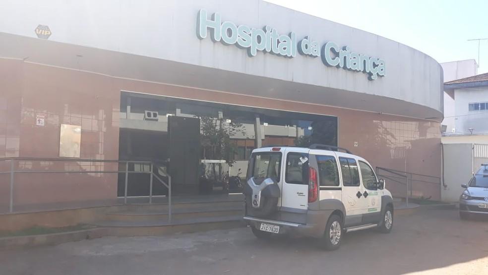 Menina passou por cirurgia e foi transferida para a UTI do Hospital da Criança, em Rio Branco — Foto: Iryá Rodrigues/G1