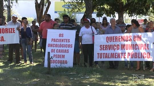 Pacientes fazem manifestação pedindo abertura de centro oncológico em Caxias