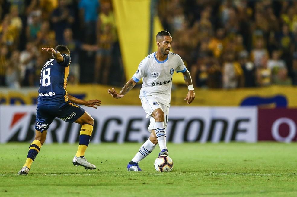 Romulo formou dupla com Maicon — Foto: Lucas Uebel/DVG/Grêmio