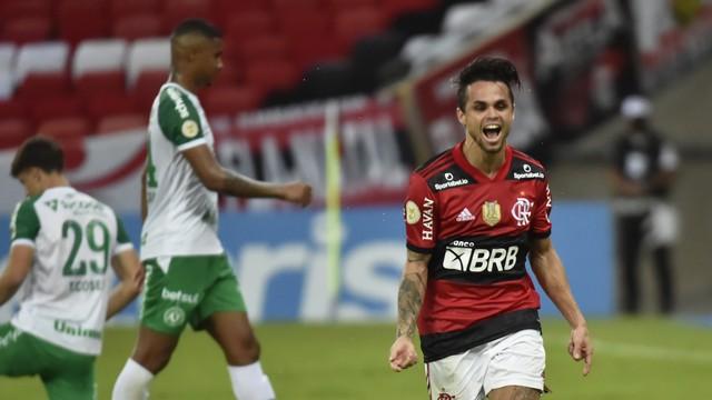 Michael comemora gol do Flamengo contra Chapecoense