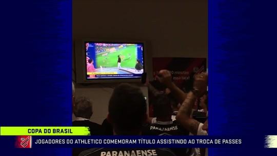 Jogadores do Athletico assistem ao gol de Rony com a análise do Grafite no Troca de Passes