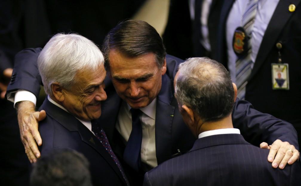 Jair Bolsonaro cumprimenta o presidente chileno Sebastián Piñera (esquerda) e o ppresidente de Portugal, Marcelo Rebelo de Sousa, no dia de sua posse, em 1º de janeiro de 2019 — Foto: Reuters/Adriano Machado