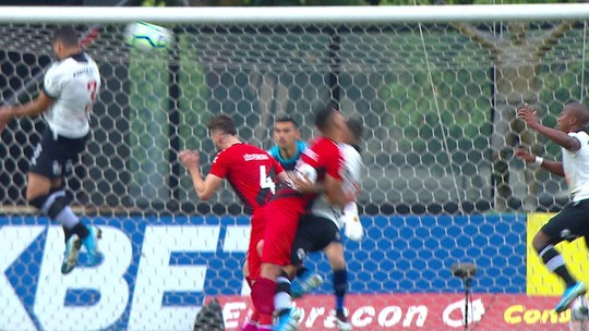 Central do Apito: PC de Oliveira discorda em pênalti marcado para o Vasco; mas vê pênalti em outro lance