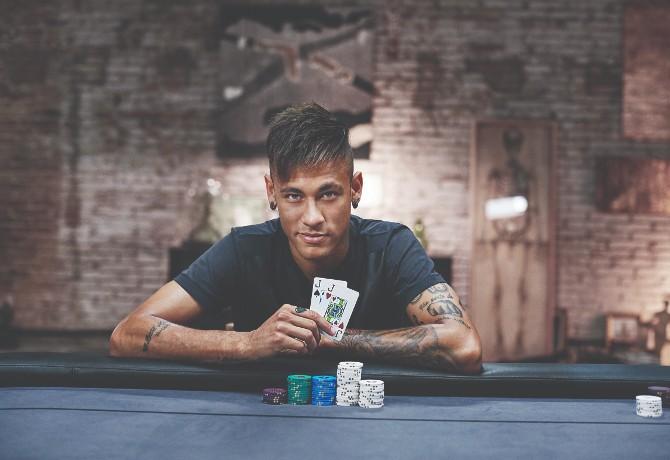 Já pensou em jogar pôquer com Neymar Jr.? Este é um dos especiais que farão parte do leilão beneficente da amfAR em SP (Foto: Divulgação)