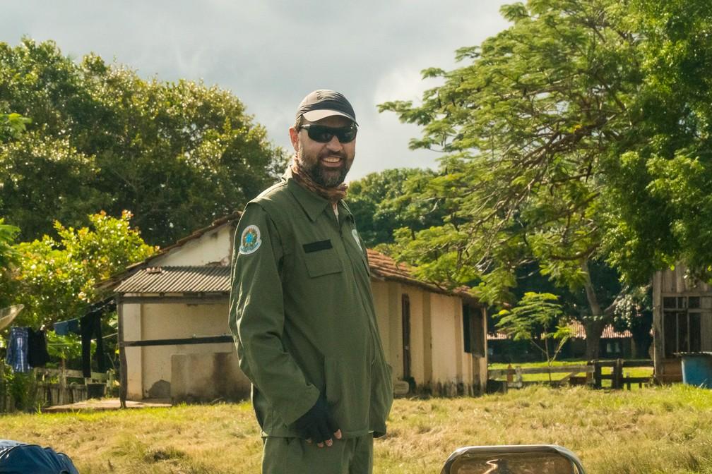 Daniel Kantek é biólogo e chefe da Estação Ecológica de Taiamã; entre 2014 e 2015, ele já identificou 54 onças diferentes usando armadilhas fotográficas — Foto: Eduardo Palacio/G1