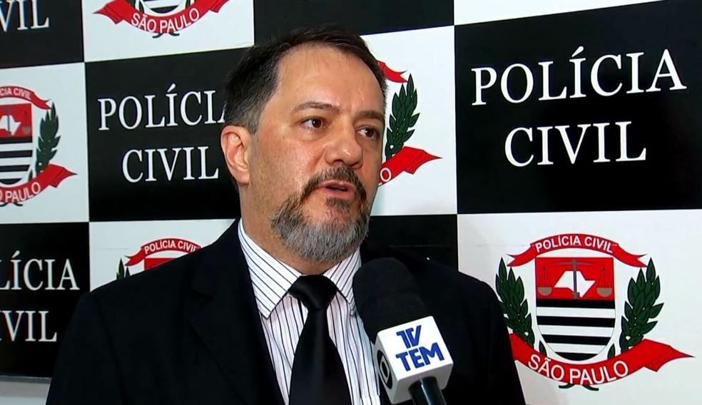 O delegado Bolívar dos Santos Júnior estuda indiciamento por homicídio qualificado ou culposo (Foto: Reprodução / TV TEM)