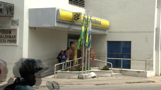 Homem morre e quatro pessoas são baleadas em 'chegadinha' bancária em Maranguape