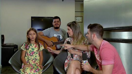 REVEJA: Yasmin do The Voice Kids dá um show para Jonas e Kelly