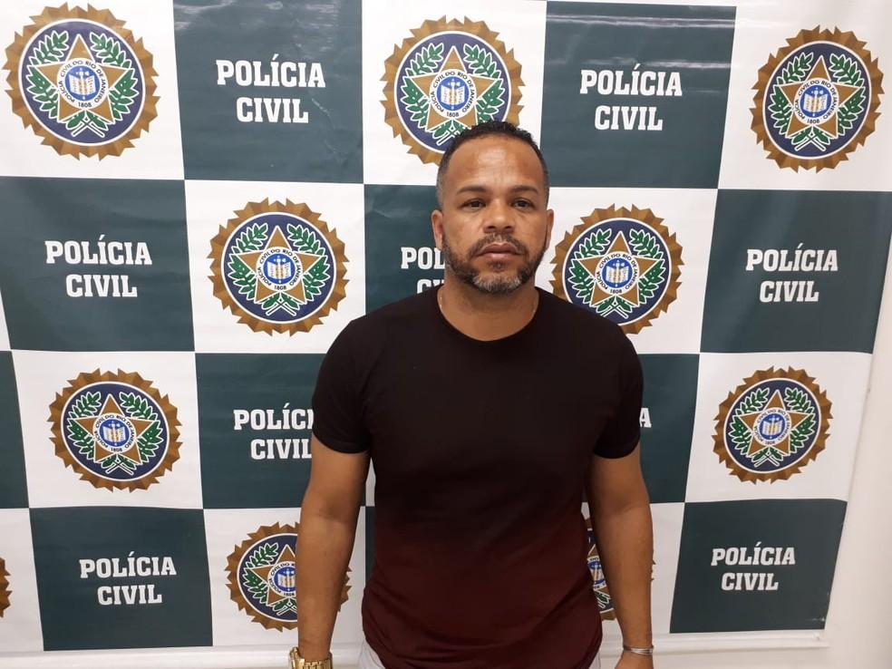 Demétrio Menezes Barbosa é suspeito de chefiar a milícia no bairro Aliança, em Nova Iguaçu. — Foto: Divulgação/Polinter