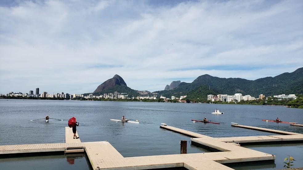 Canoagem é praticada na Lagoa Rodrigo de Freitas — Foto: Eduardo Pierre/G1