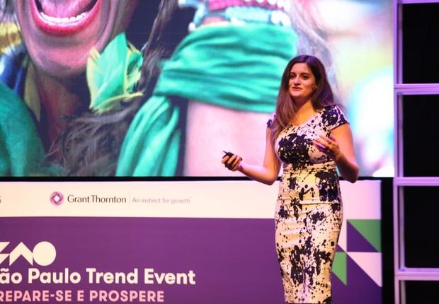 Lisa Feierstein, da TrendWatching, apresentou as tendências de consumo durante o FICE 2018 (Foto: Alexandre dipaula)