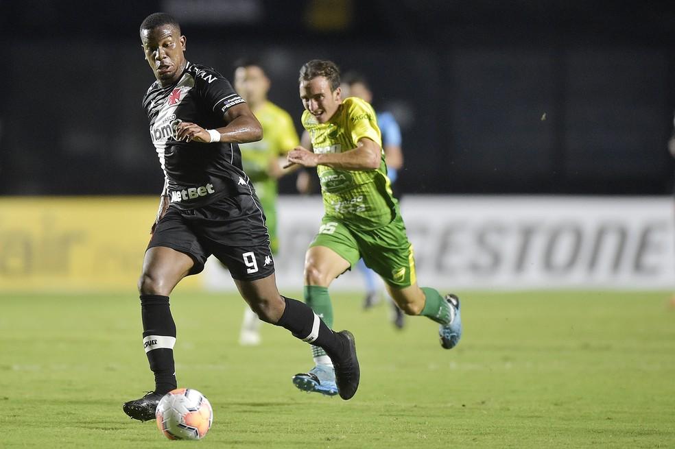 Ribamar com a bola dominada em Vasco 0 x 1 Defensa: atacante tem contrato até 31 de dezembro deste ano — Foto: Staff Images/CONMEBOL