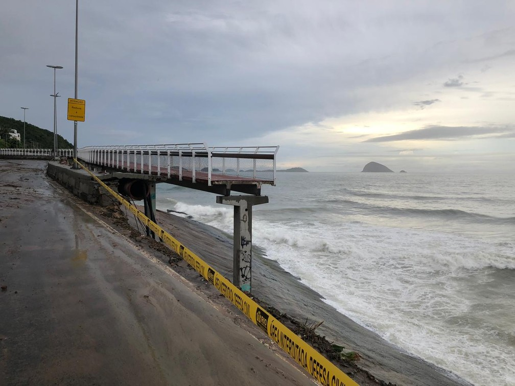 Ciclovia na avenida Nienmeyer que caiu durante tempestade no Rio de Janeiro — Foto: Nathalia Castro/TV Globo