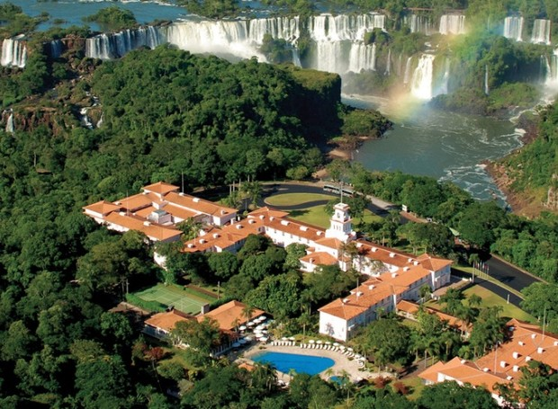 O Hotel Belmond é o único dentro do Parque Nacional do Iguaçu, oferece acesso exclusivo às cataratas aos hóspedes (Foto: Divulgação)