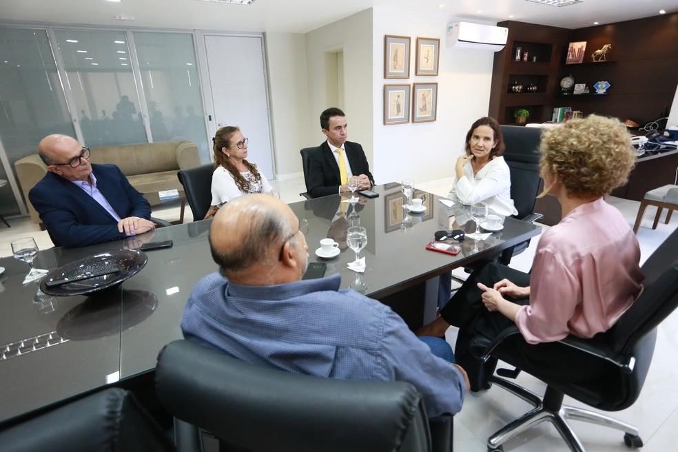 Representantes do Ministério Público se reuniram com a vice-governadora do Estado, Izolda Cela — Foto: Divulgação/MPCE