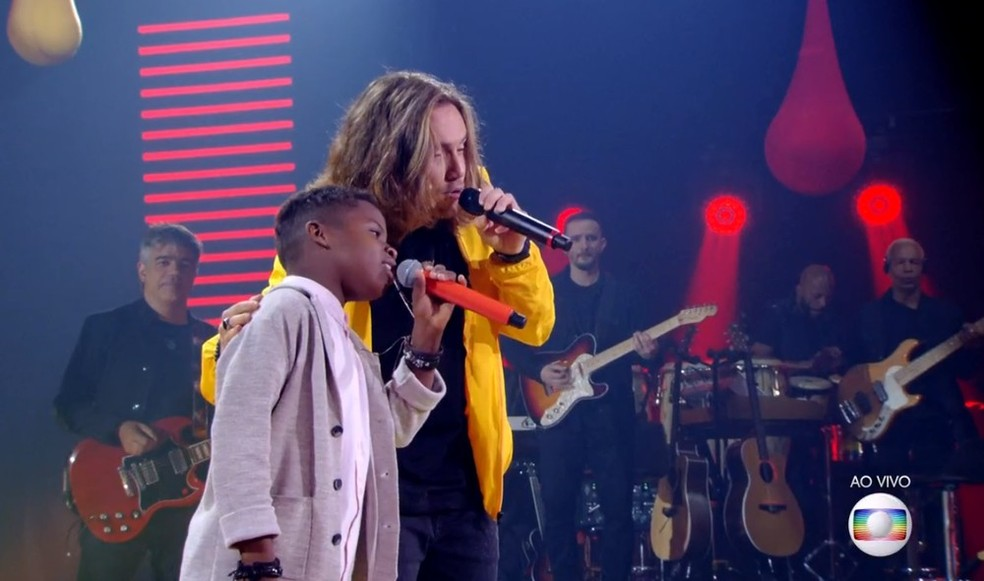 Jeremias cantou com Vitor Kley na final do The Voice Kids — Foto: TV Globo