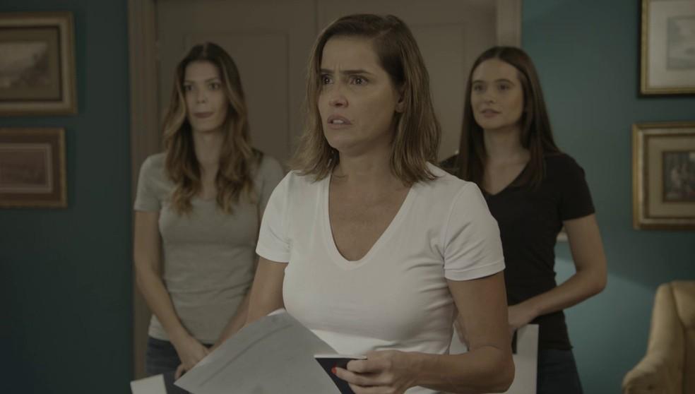 Em 'Salve-se Quem Puder', Alexia (Deborah Secco) não gosta nada do seu novo nome: Josimara! — Foto: Globo