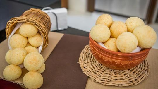 Pão de queijo da Ana Maria Braga com dois tipos de queijo