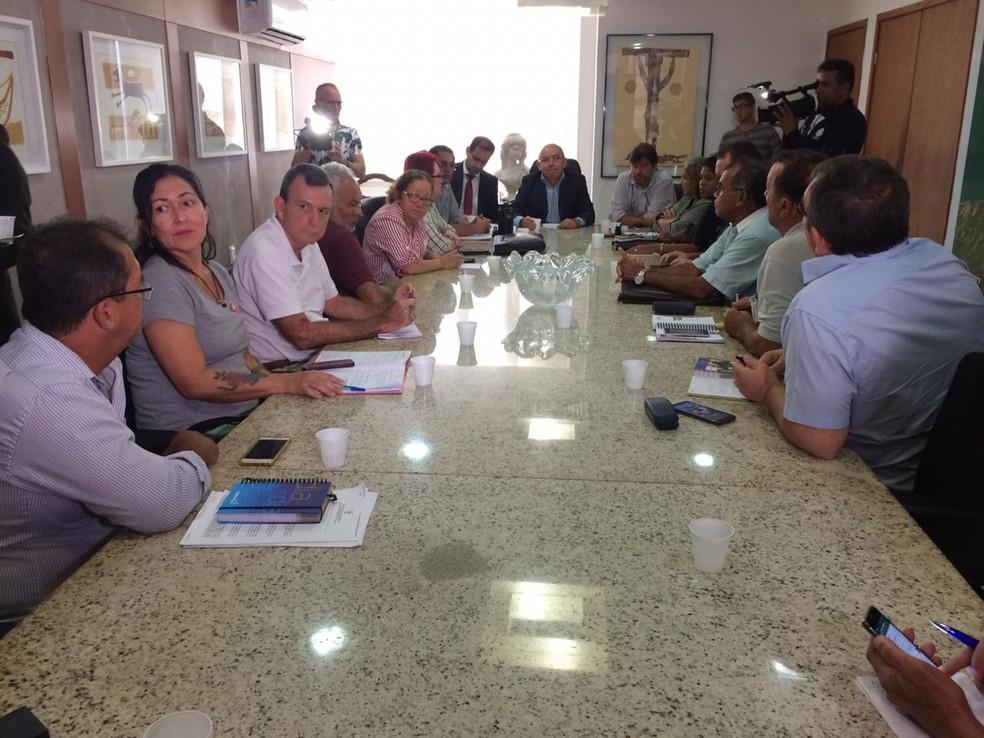 Reunião entre representantes do Governo do RN e Fórum dos Servidores aconteceu nesta segunda-feira (8) — Foto: Neto Fernandes/Inter TV Cabugi