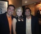 O leitor Paulo Fernando Góes e parceiro com a atriz de 'Smash' Megan Hilty | Arquivo pessoal