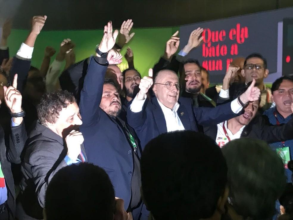 Ao chegar à convenção do MDB, Meirelles foi recebido com aplausos dos colegas de partido (Foto: Guilherme Mazui/G1)