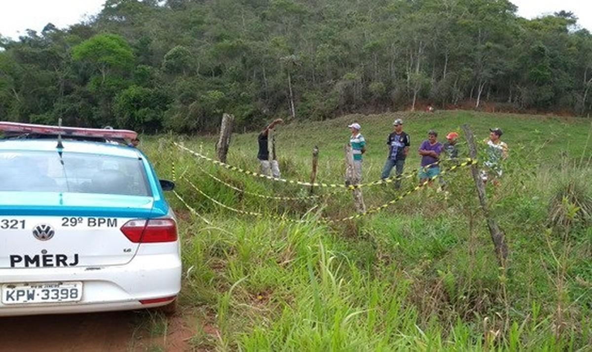 Corpo de homem é encontrado com marcas de violência às margens da RJ-214, em Varre-Sai