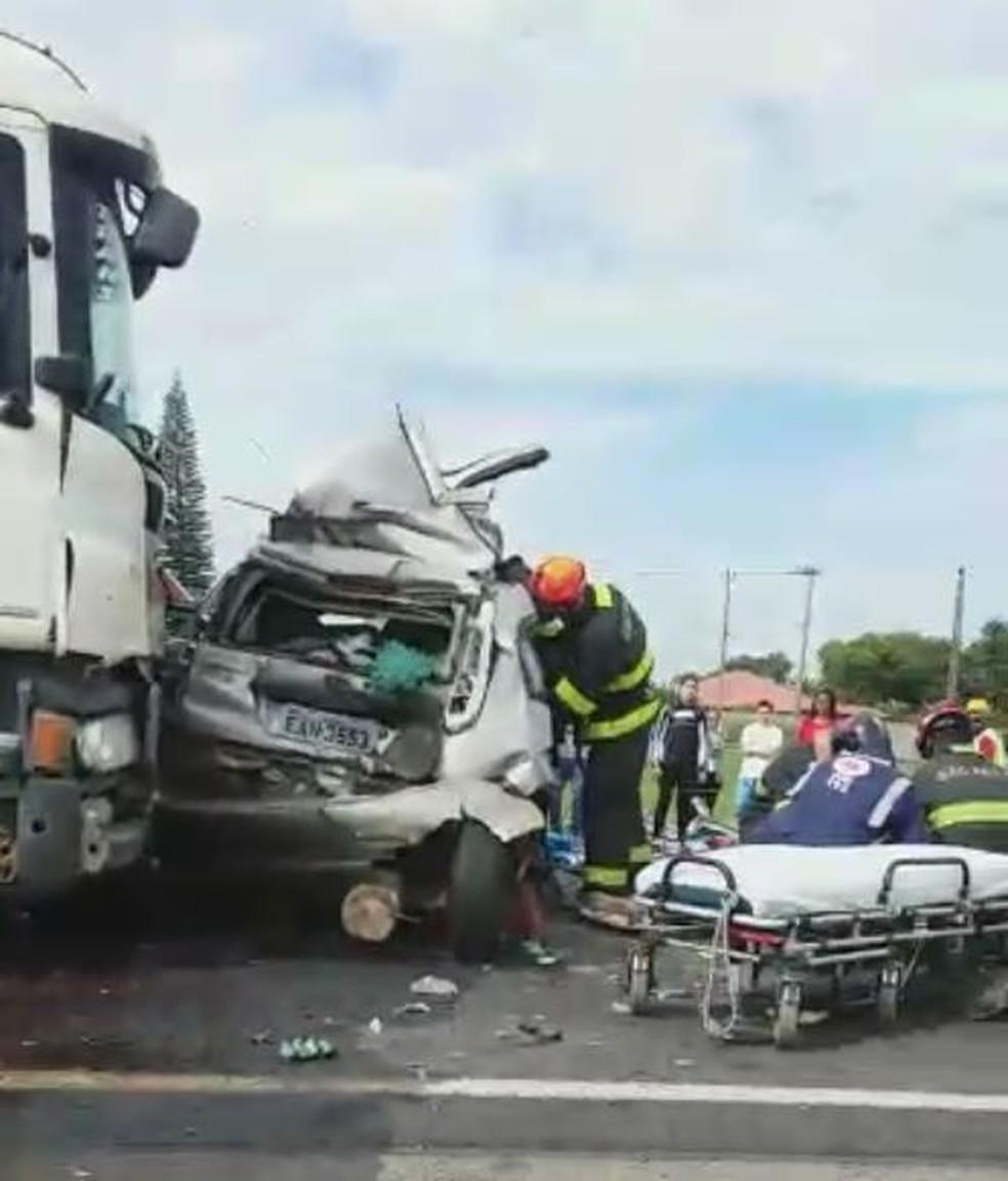 Engavetamento deixou mortos e feridos na rodovia Castello Branco (Foto: Arquivo Pessoal)