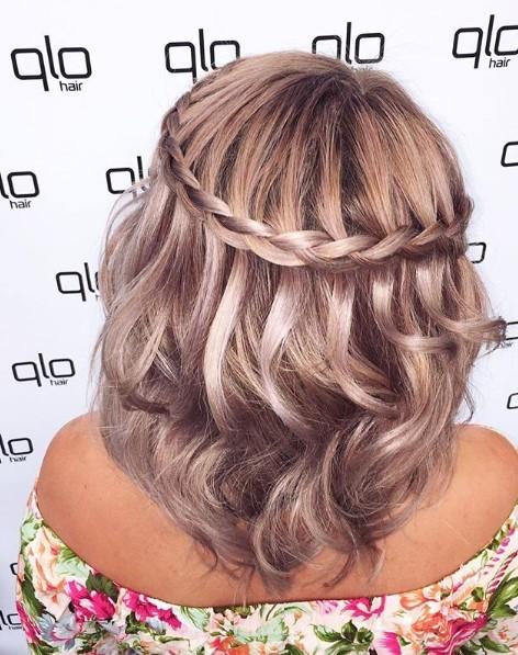 Uma dica para finalizar é ondular os cabelos com o baby-liss  (Foto: Reprodução Instagram)