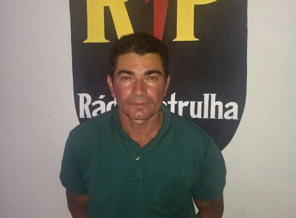 Pedreiro Marcondes Gomes da Silva, suspeito do desaparecimento de Iasmin Lorena, em Natal, foi preso no litoral potiguar (Foto: PM/Divulgação)