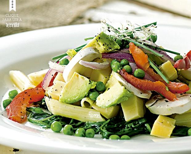 Acima, a salada de macarrão de verão, que leva abacate, espinafre e molho de mostarda (Foto: StockFood / Gallo Images Pty Ltd.)