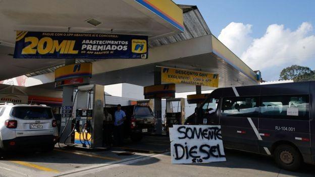 Presidente de sindicato diz que, se governo não negociar e reduzir preço dos combustíveis, pode haver nova greve (Foto: Agência Brasil)