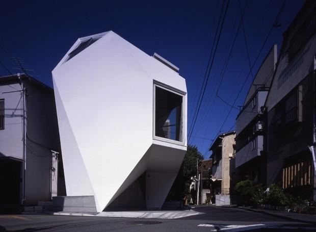 """Batizada de """"Reflexão do Mineral"""", a construção traduz o minimalismo japonês (Foto: Makoto Yoshida/ Atelier Tekuto/ Reprodução)"""