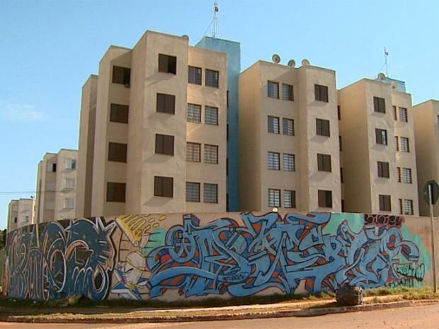 TAC deve agilizar reparos em problemas de conjunto habitacional de Barretos (Foto: Cláudio Oliveira/ EPTV)