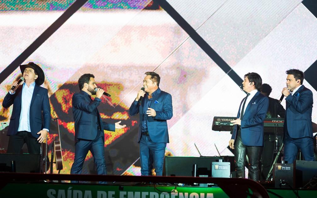 Chitãozinho & Xororó, Zezé Di Camargo & Luciano e Leonardo se apresentam em show Amigos em Barretos 2019 — Foto: Érico Andrade / G1