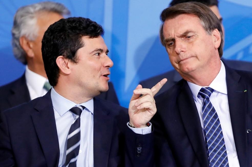 O ministro Sergio Moro e o presidente Jair Bolsonaro, durante evento no Palácio do Planalto nesta quinta-feira (29) — Foto: REUTERS/Adriano Machado