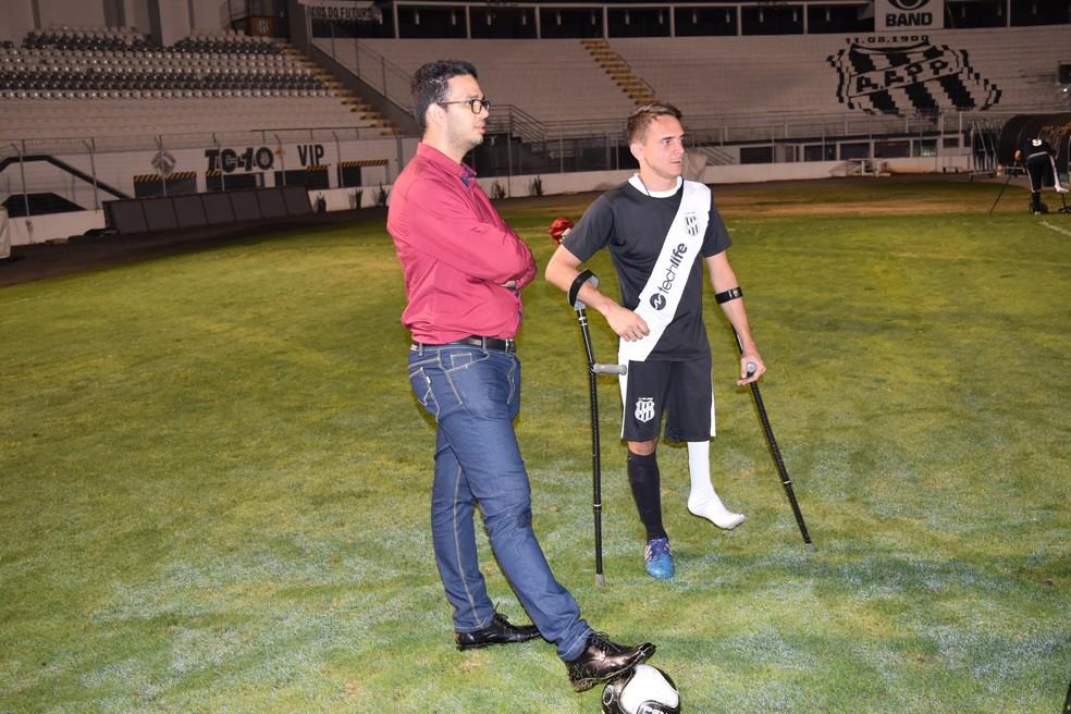 Willian Leite  esquerda e Juninho  direita so dois dos coordenadores do time de Campinas Foto Luiz Felipe LongoGloboEsportecom